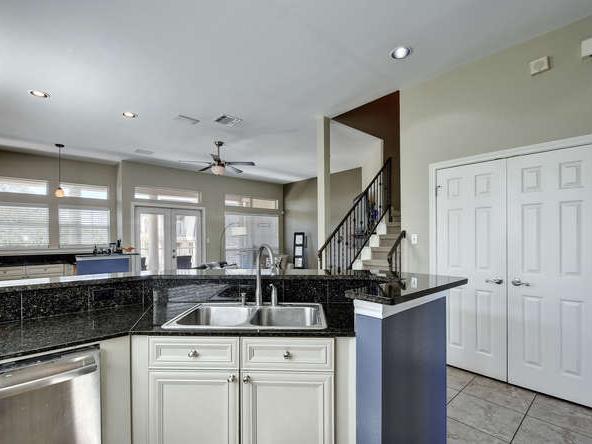 2918 RR 620 N 222-small-012-22-Kitchen 043-666x445-72dpi