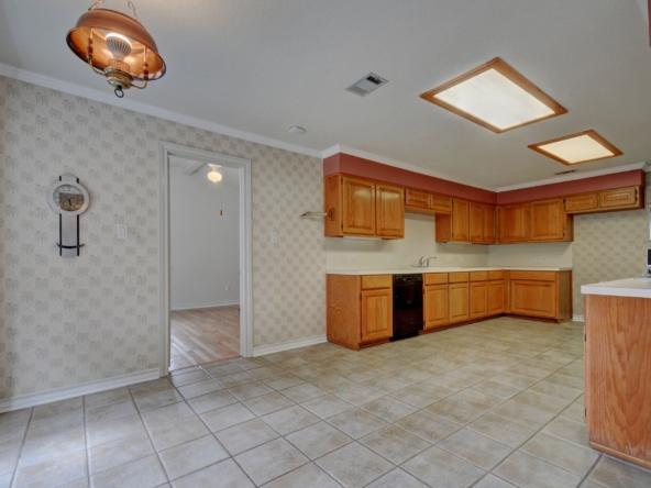 011-246429-Kitchen 001_5640358