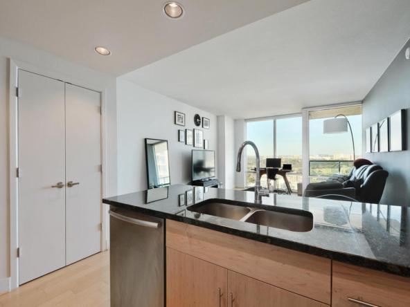 300 Bowie St 2606-MLS_Size-010-Kitchen and Breakfast 002-1024x768-72dpi