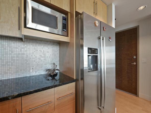300 Bowie St 2606-MLS_Size-011-Kitchen and Breakfast 003-1024x768-72dpi