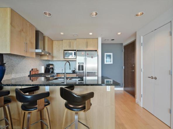 300 Bowie St 2606-MLS_Size-014-Kitchen and Breakfast 006-1024x768-72dpi